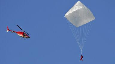 Olivier Vietti-Teppa pyramid-shaped parachute designed by Leonardo da Vinci