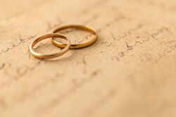 Gold wedding rings as opinion examples