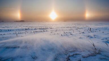 Sun dog halo and ice crystals