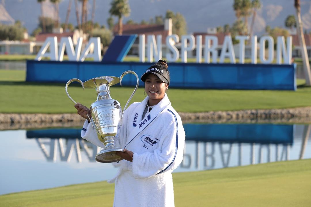 Patty Tavatanakit hoists ANA Inspiration trophy