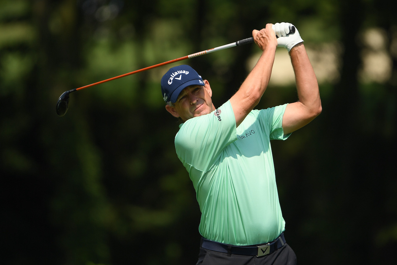 Lee Janzen watching his golf shot
