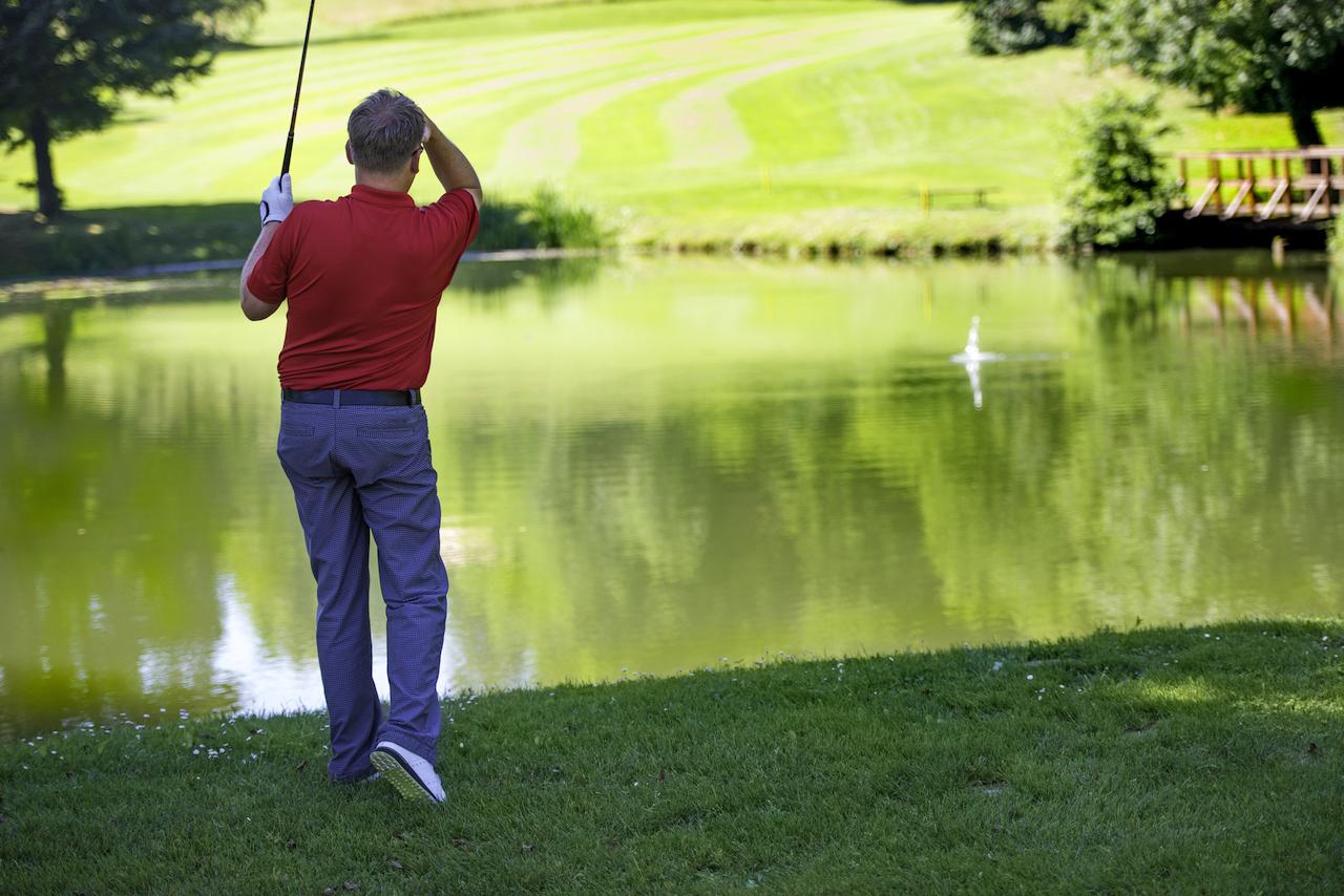 golfer topped shot into water hazard