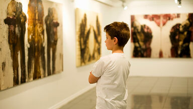 boy learns to critique art in museum