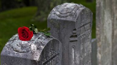 condolence examples rose on tombstone cemetery