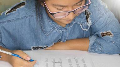 6th grade grammar student studying words