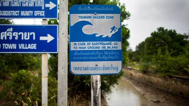 tsunami facts warning sign