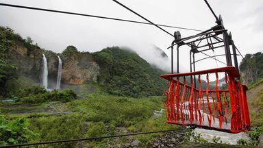 waterfall banos equador