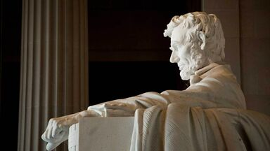 close-up of the Lincoln memorial