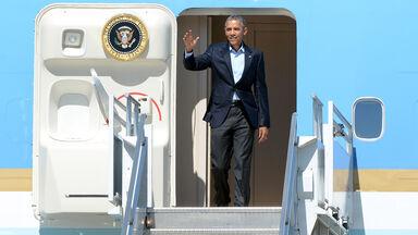 president obama doorway of air force one
