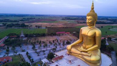largest golden buddha statue at Muang temple