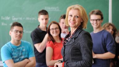 teacher high school students grammar games