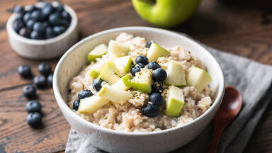 complex carbohydrates example of oatmeal and blueberries