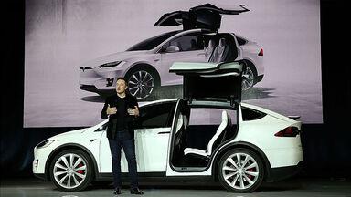 Elon Musk launching Model X Crossover SUV
