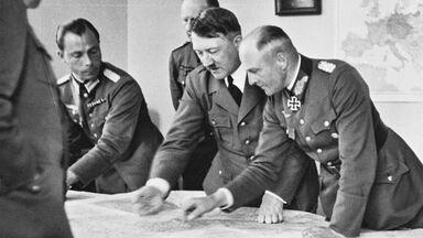 Major Deile, Adolf Hitler, Gustav Jodl, Admiral Raeder, Walther von Brauchitsch war maps